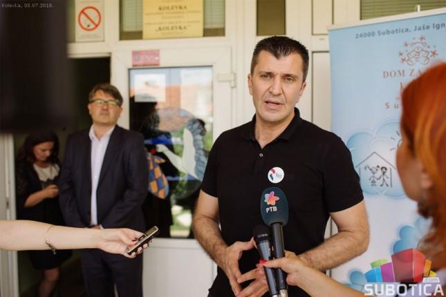 "Ministar Zoran Đorđević posetio Dom za decu ""Kolevka"""