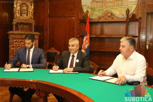 Ministar sporta Udovičić obišao klimatizovanu halu i potpisao ugovor za nove radove na stadionu