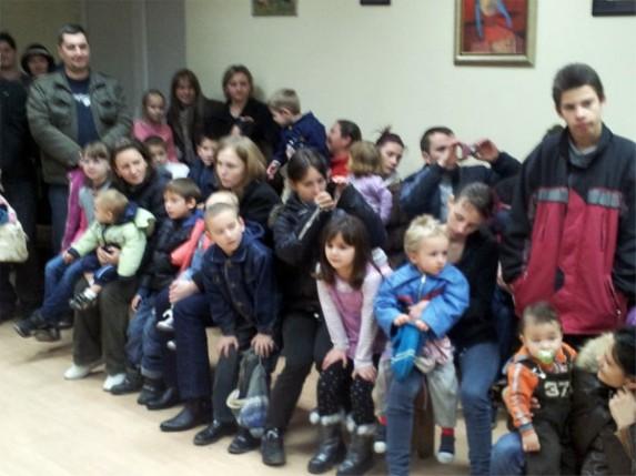 Paketići za decu u MZ Zorka