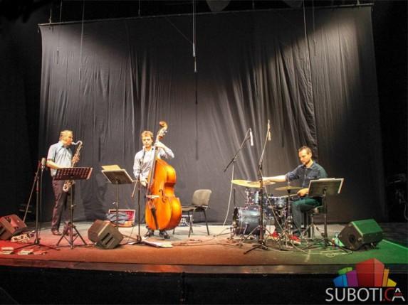 "Nastupom benda ""Fossile 3"" počeo 5. Jazziré festival"