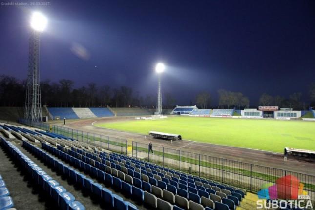 Zasijali reflektori na Gradskom stadionu