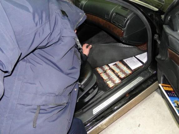 Krijumčarili pištolj i pirotehnička sredstva