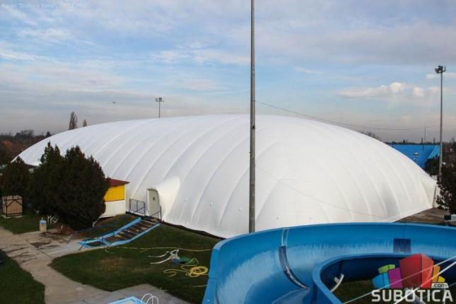 Postavljen novi, moderniji i ekonomičniji balon na bazenu u Dudovoj šumi