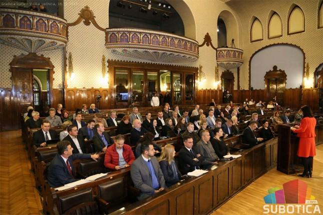 Usvojena Odluka o ukidanju 215 radnih mesta u javnom sektoru, kao i izveštaj o realizaciji budžeta