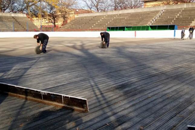 Počele pripreme za postavljanje ledene podloge na Gradskom klizalištu