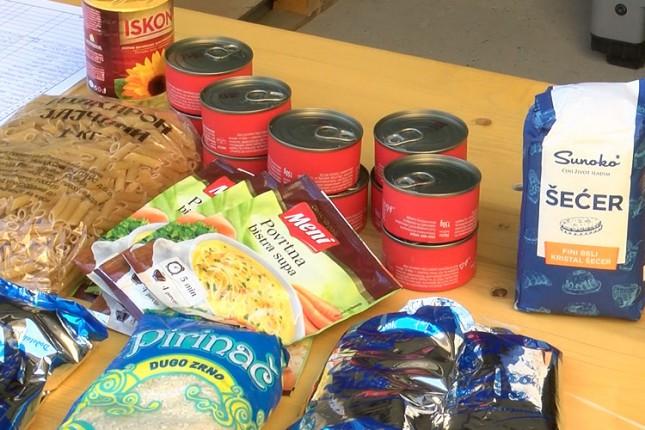 Crveni krst obezbedio dodatne pakete prehrambenih proizvoda i higijenskih sredstava za socijalno ugrožene sugrađane