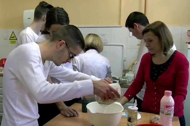Učenici Hemijsko-tehnološke škole pripremali zdrave obroke