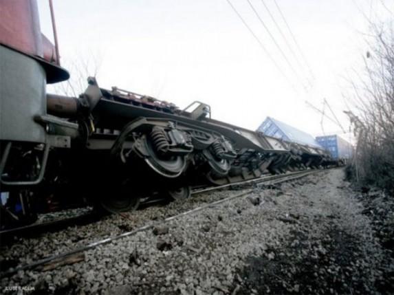 Voz iskliznuo iz šina zbog lopova