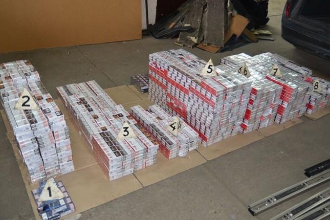 Uhapšeni zbog pokušaja krijumčarenja cigareta vrednosti oko 2,6 miliona dinara