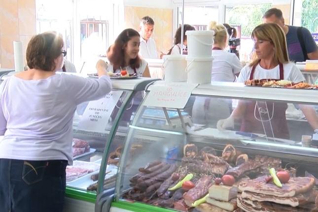 Bezbedno kupovati meso iz rashladnih vitrina na pijacama