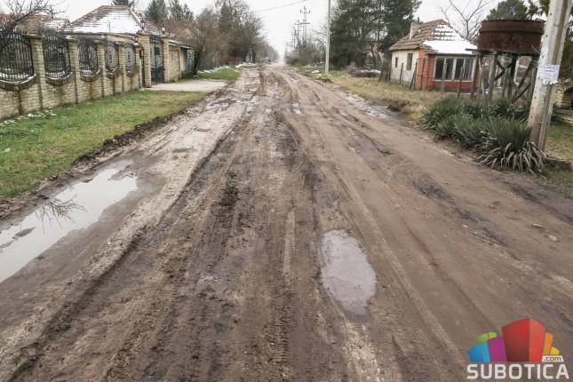 Obezbeđeno 48,5 miliona za asfaltiranje Sutjeske ulice i biciklističke staze na Palićkom putu