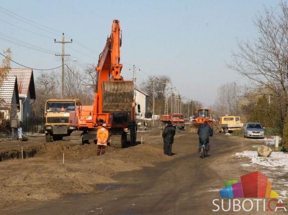 Počelo asfaltiranje ulice Jovana Mikića (Čordaški put)