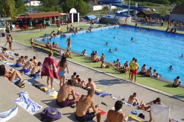Na bazenu u Dudovoj šumi 50 odsto veći broj kupača u odnosu na prethodne sezone