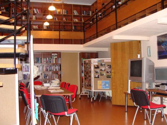 Dok ne stigne klima dobri su i ventilatori (Gradska biblioteka)