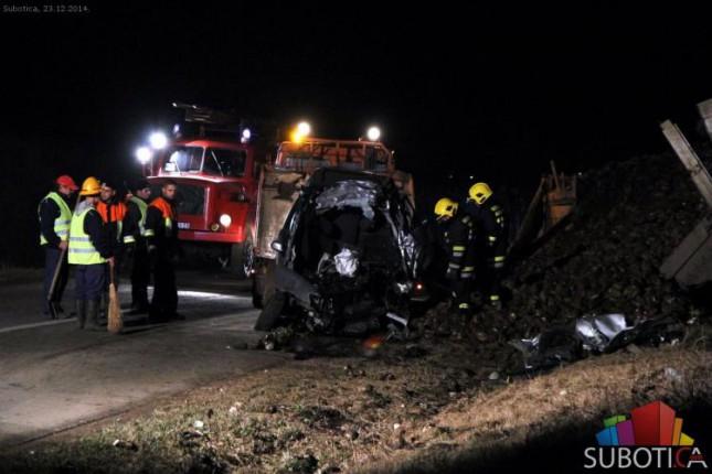 Poginuo 38-godišnji vozač u saobraćajnoj nesreći na putu između Mišićeva i Bajmoka