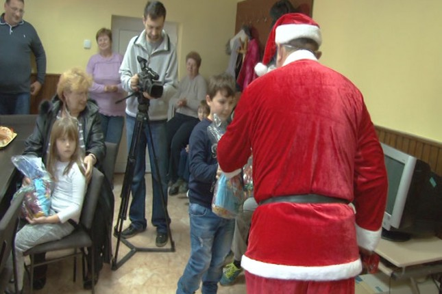 """Deda Mraz posetio mališane u MZ """"Mali Bajmok"""""""