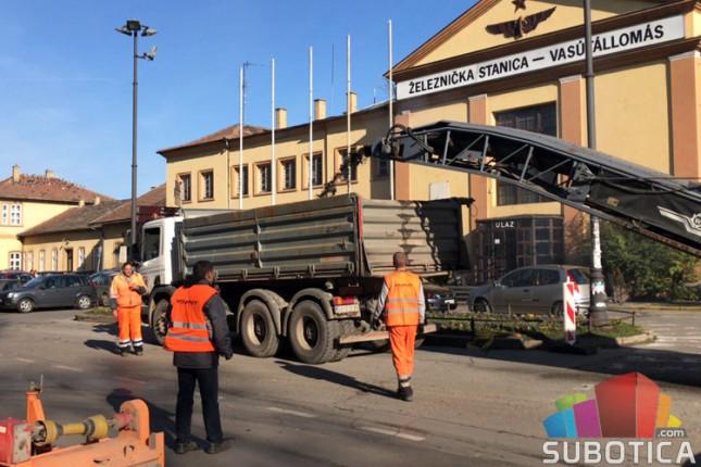 U toku nanošenje novog asfalta u ulici Bose Milićević