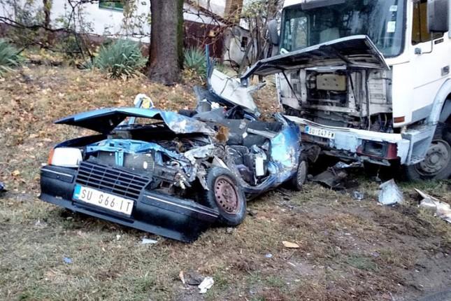 U sudaru kamiona i automobila poginula jedna osoba