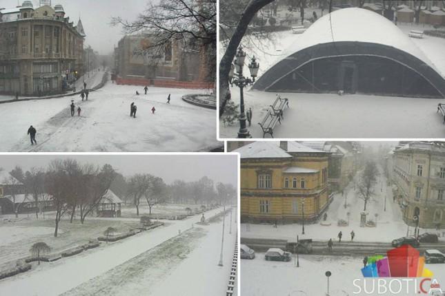 Pao prvi sneg, zimske službe već uveliko na terenu