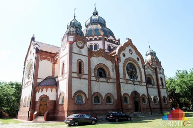 Sinagoga u starom sjaju već na leto
