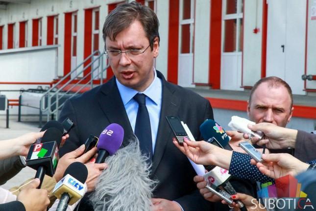 """Premijer Aleksandar Vučić posetio """"Swarovski"""" i """"Siemens"""""""