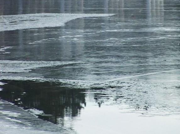 Led na jezeru nije bezbedan za klizanje