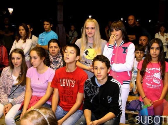Vulin u poseti deci sa Kosova