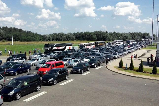 Pojačan intenzitet saobraćaja i duža zadržavanja na graničnim prelazima