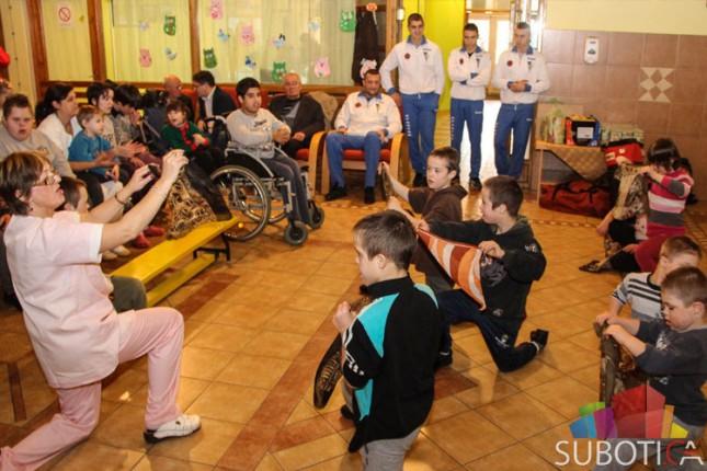 Bokseri Spartaka obišli decu iz Kolevke u sklopu Nedelje osoba sa invaliditetom