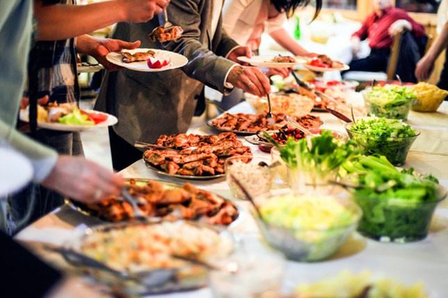 Tokom praznika lekari savetuju umerenost u hrani i piću