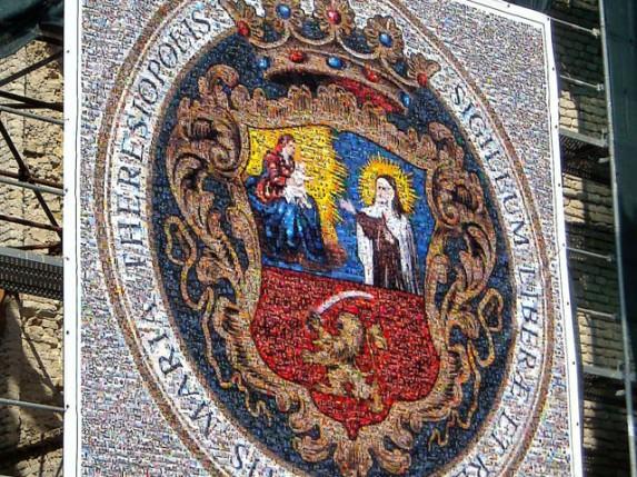 Mozaik grba Subotice od fotografija sa gradskih lokacija