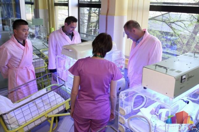 Odeljenju neonatologije uručena donacija inkubatora i monitora za praćenje vitalnih funkcija