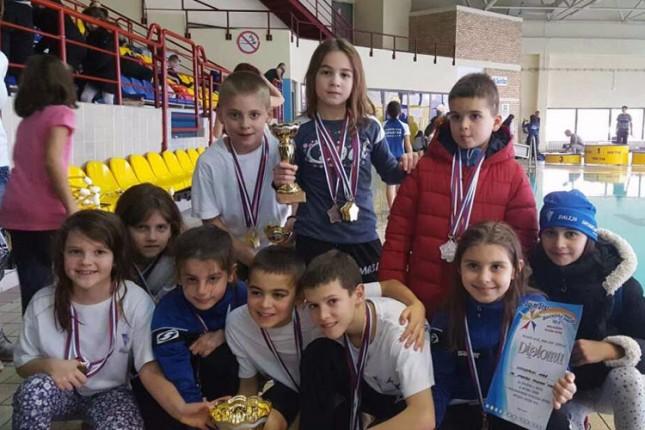 Plivači Spartak-Prozivke osvojili 42 medalje na međunarodnom turniru u Bečeju