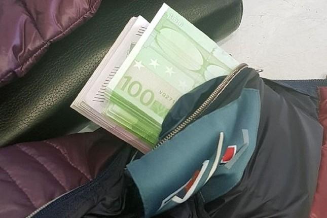 Na Horgošu carinci otkrili 70.000 evra u džepu jakne putnika