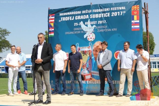 """Fudbal: Svečano otvoren turnir """"Trofej grada Subotice"""""""