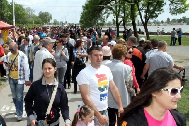 Više desetina hiljada posetilaca 1. maja prošetalo Palićem