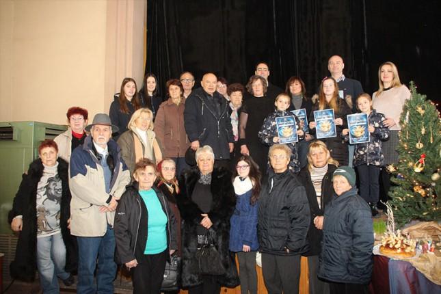 Tridesetak izlagača predstavilo radove na izložbi Božićnjaka u Maloj Bosni