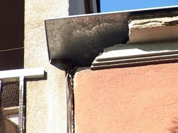Srušio se deo fasade kod Sinagoge