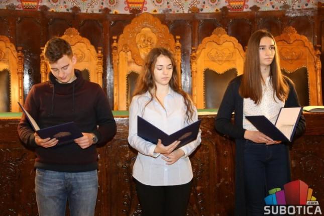 Nagrađeni učenici na literalnom konkursu povodom Danа ljudskih prava