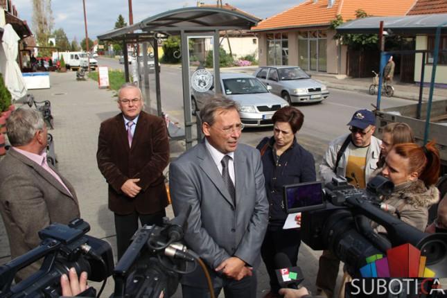 Gradonačelnik obišao radove na zameni autobuskih stajališta