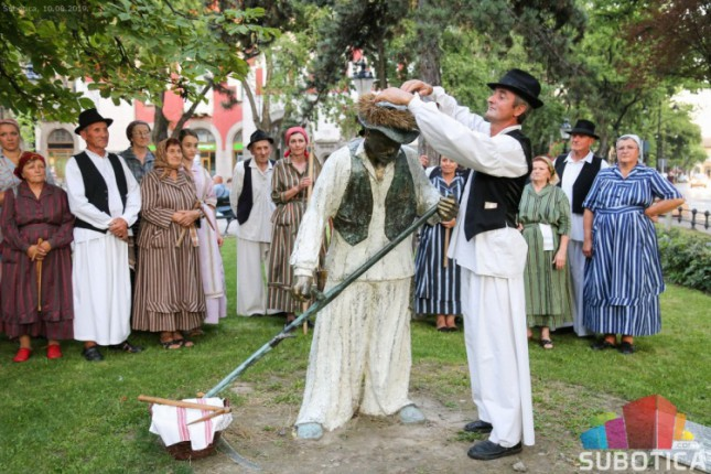 Položeni venci na spomenik Risaru i Blašku Rajiću