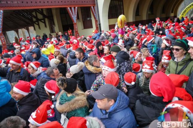 Trka Deda Mrazeva okupila više od 2.000 sugrađana svih generacija