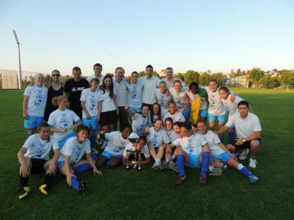 Fudbalerke Spartaka rutinski protiv Crvene zvezde i podigle šampionski pehar