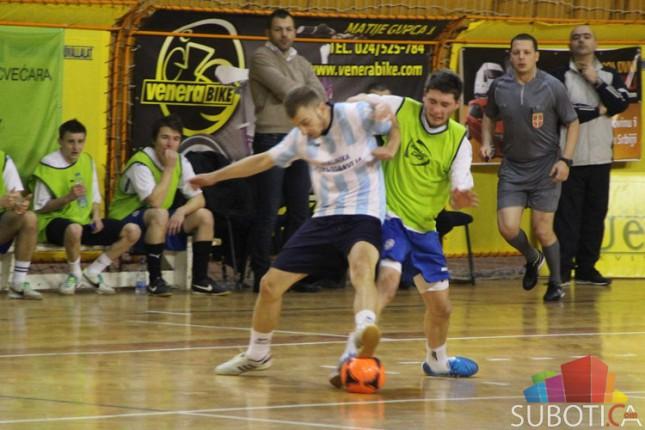 Počeo 43. Novogodišnji turnir u malom fudbalu