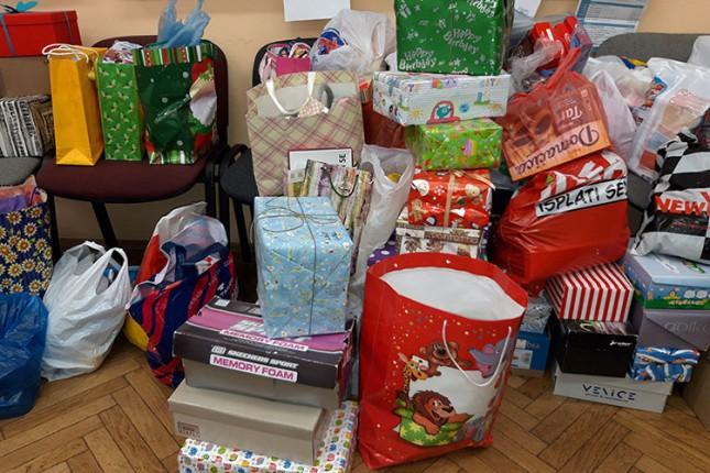 Đaci prikupljali paketiće za decu iz socijalno ugroženih porodica