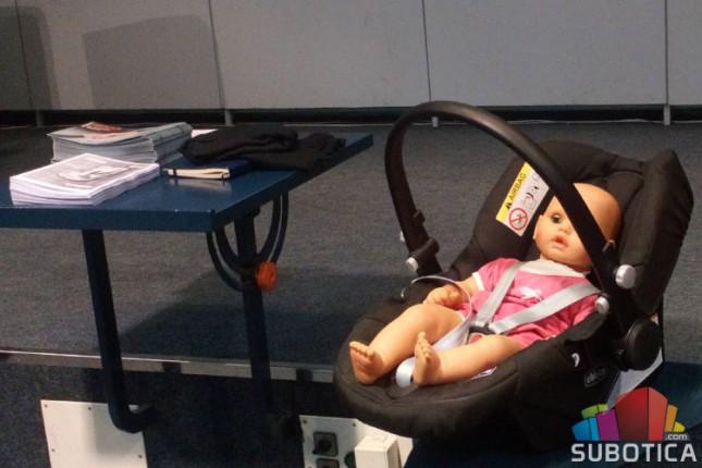Javni čas o pravilnoj upotrebi dečjih auto-sedišta