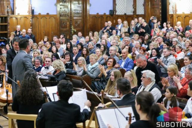 Višeminutne ovacije za Subotičku filharmoniju