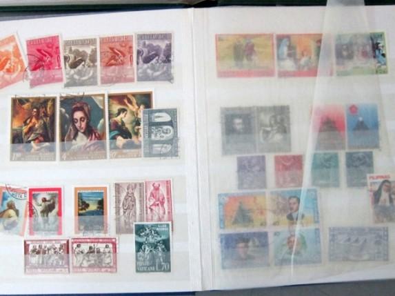 Zaplenjene poštanske markice