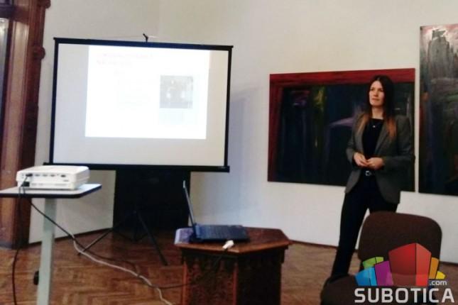 """Održano predavanje  """"Neka ne bude fešte!"""" u Savremenoj galeriji Subotica"""