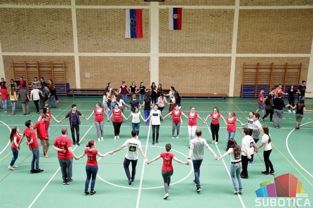 Održana generalna proba maturantskog plesa